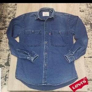 Levi's. Button Shirt.